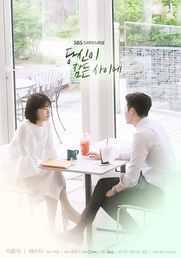 Dù đã cận kề ngày lên sóng nhưng đến nay những thông tin, hình ảnh về While You Were Sleeping vẫn còn rất ít ỏi. Điều này càng khiến khán giả mong ngóng tác phẩm mới của Suzy - Lee Jong Suk.