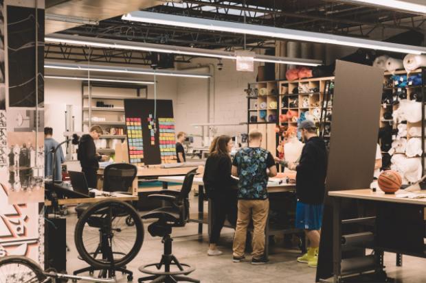Sự cộng hưởng của môi trường, không gian cùng trang thiết bị hiện đại đã tạo nên một Brooklyn Creator Farm đúngnghĩa mà NTK nào cũng muốn được trải nghiệm và làm việc.