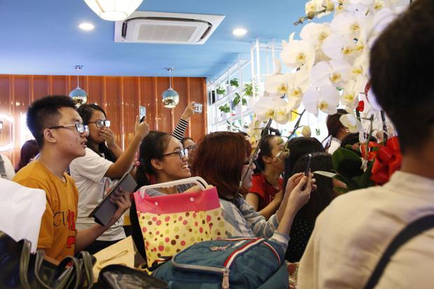 Khá đông các fan Việt của Both và Newyear đã có mặt tại buổi fanmeeting.