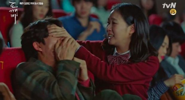 Soái ca màn ảnh và xu hướng mới: Sợ hãi núp sau bạn gái khi xem phim kinh dị!