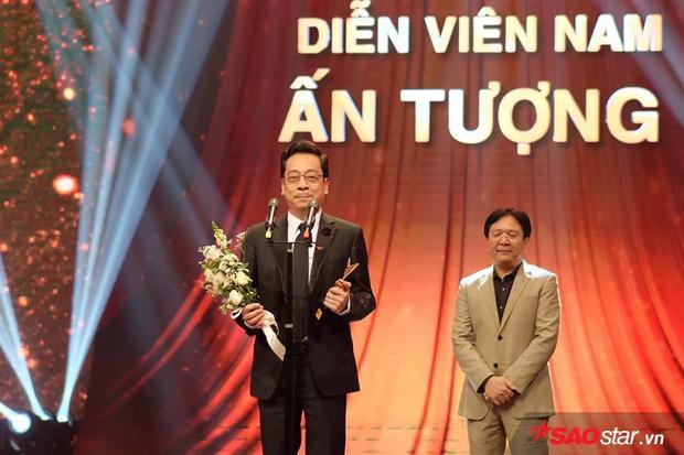 NSND Hoàng Dũng nhận được giải thưởng cao quý cho vai diễn Phan Quân của mình trong Người phán xử.