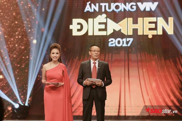 Nhà báo/MC Lại Văn Sâm đảm nhận vai trò dẫn dắt chương trình cùng Thanh Vân.
