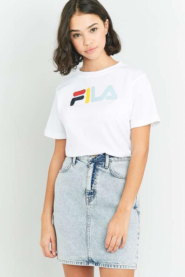 Áo t-shirt của Fila có giá từ 600 đến 900 nghìn đồng.