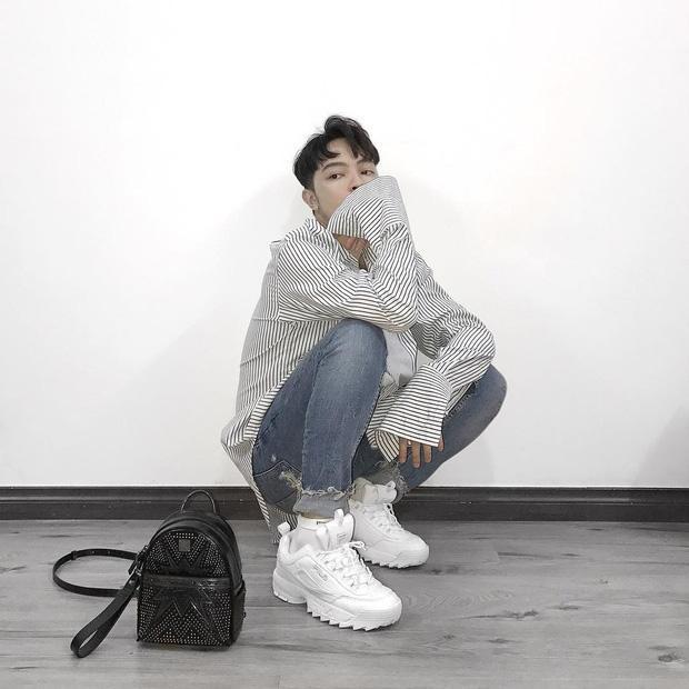 Kelbin Lei cũng bị cuốn theo cơn sốt Fila với đôi sneakers Disruptor II.