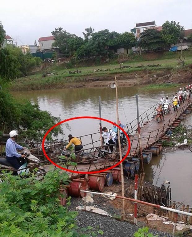 Hàng loạt phương tiện giao thông đi qua cầu gặp tai nạn do yếu tay lái và nhịp cầu bấp bênh không vững. Nguồn ảnh: facebook