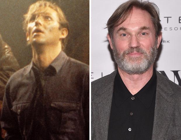 Richard Thomas trong vai Bill Denbrough lúc trưởng thành.