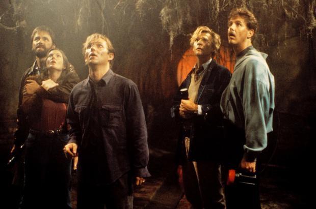 Dàn diễn viên phiên bản trưởng thành sau 27 năm trong phim truyền hình It (1990): John Ritter, Annette O-Toole, Richard Thomas, Dennis Christopher, Harry Anderson.