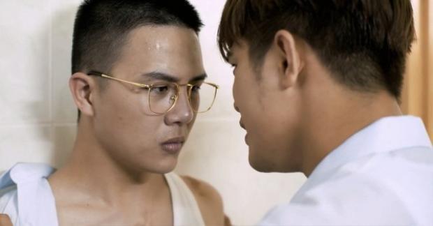 Khánh cương quyết không nhìn nhận Thiên khiến anh giận dữ vô cùng.