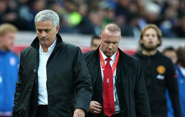 Mourinho có trận thứ tư không thắng trước Mark Hughes.