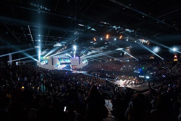 Sân khấu hoành tráng thường thấy ở 1 lễ trao giải MAMA.