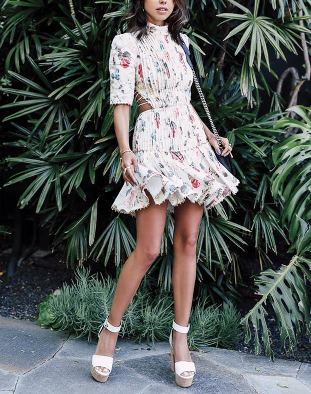 Giày platform kết hợp với váy liền tạo nên sự nữ tính