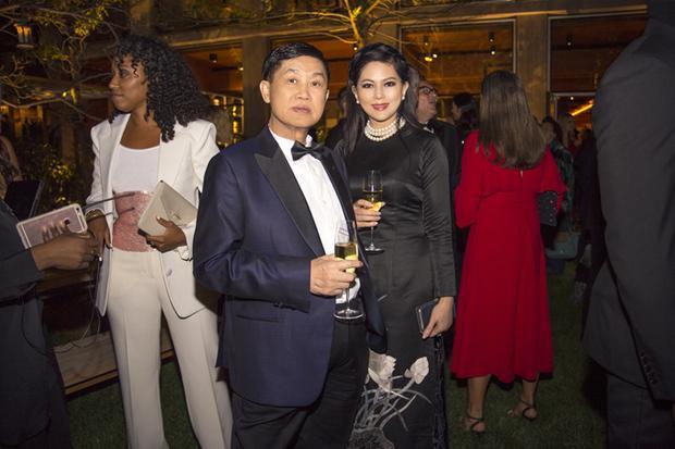Bố mẹ chồng Hà Tăng là đại diện Việt Nam duy nhất được tạp chí The Bussiness of Fashion bình chọn thuộc Top 500 nhân vật quyền lực trong làng thời trang thế giới.