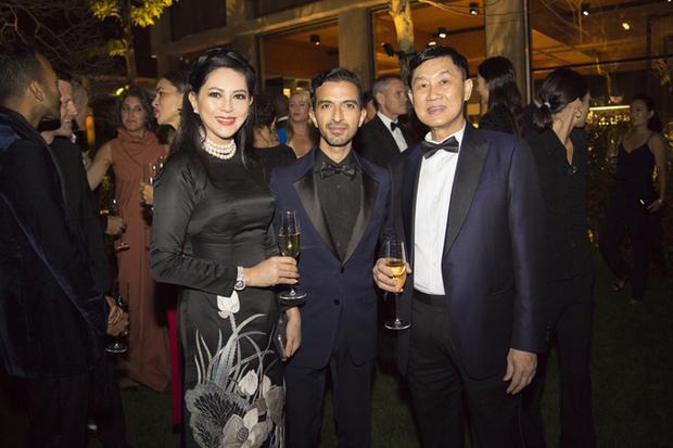 Một số hình ảnh khác trong buổi gala thời trang mà ông Johnathan cùng bà Thuỷ Tiên tham dự vừa qua.