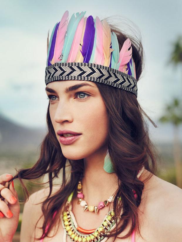 Đại diện của H&M cho rằng phụ kiện chỉ là để thể hiện thêm sự cá tính cho trang phục và chủ nhân của nó.