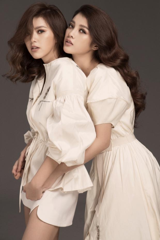 """Mỹ Duyên - Trúc Anh hoá """"chị em sinh đôi"""" trong bộ ảnh thời trang mới nhất."""