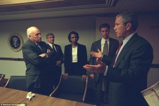 11/9: Những hình ảnh chưa từng được công bố khoảnh khắc Lầu năm góc bị tấn công