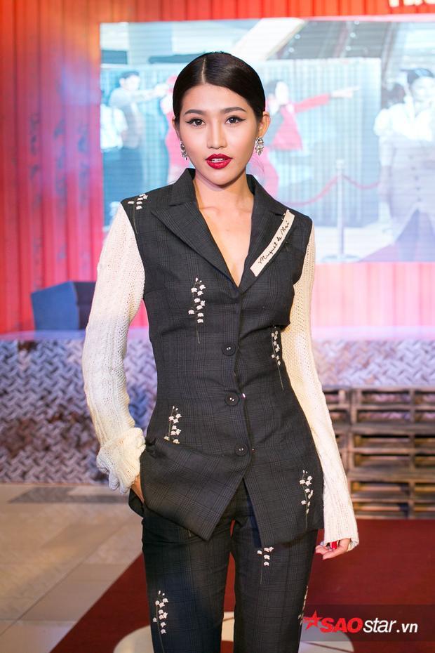 Chế Nguyễn Quỳnh Châu.