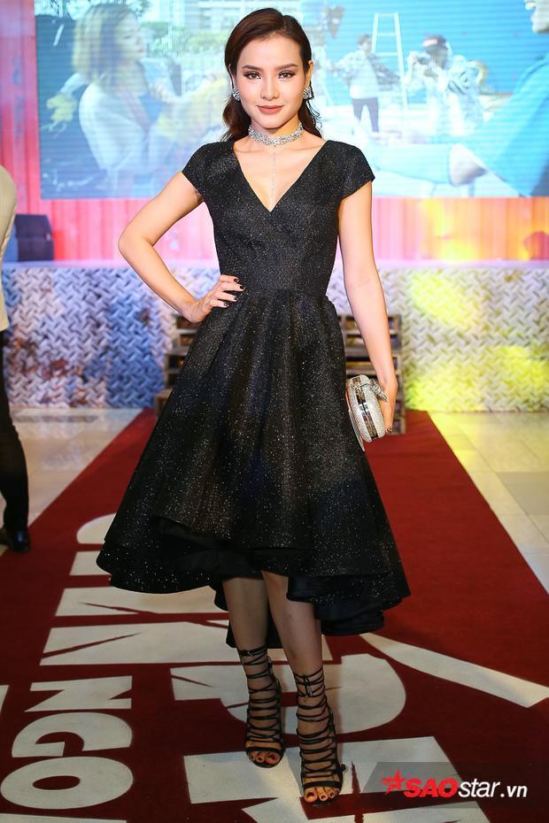 Phương Trinh Jolie rạng rỡ với vẻ đẹp quyến rũ.
