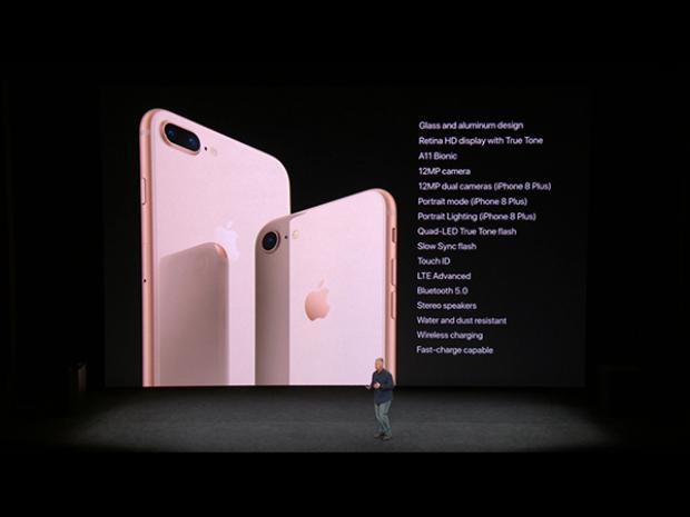 Bộ đôi iPhone 8/8 Plus được chế tác từ nhôm và kính thay vì nhôm nguyên khối như các thiết bị tiền nhiệm