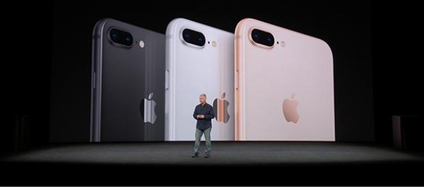Ba màu sắc mới được áp dụng trên bộ đôi iPhone mới bao gồm đen, bạc và hồng