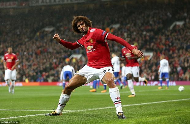 Màn ăn mừng quen thuộc của cầu thủ người Bỉ.