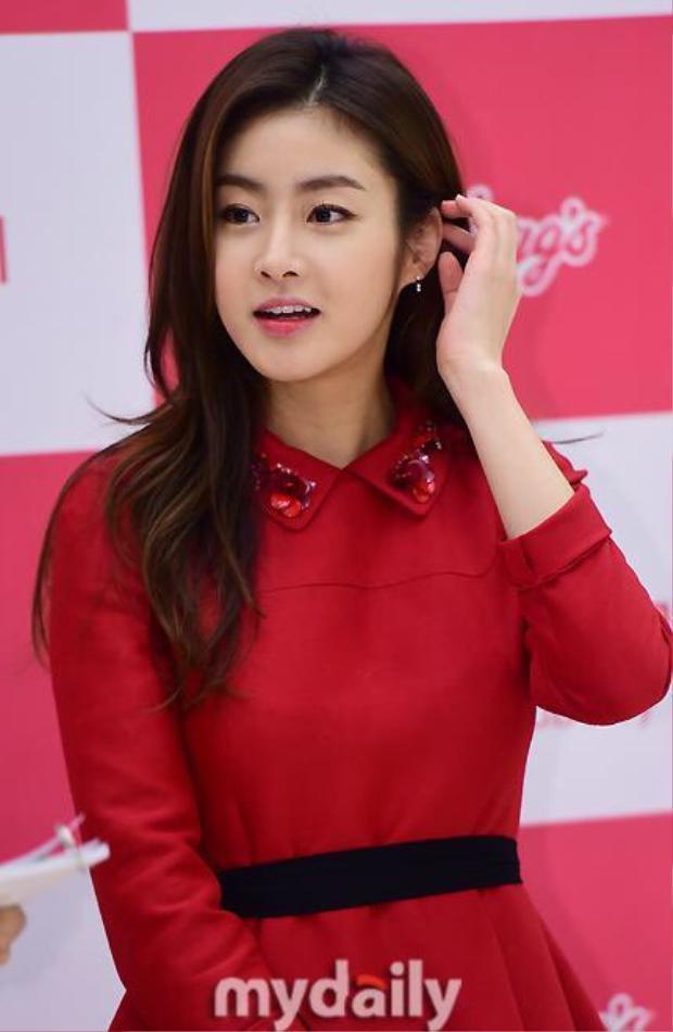 Tiết lộ hình ảnh Choi Siwon, Kang Sora và Gong Myung trong buổi đọc kịch bản đầu tiên của Revolutionary Love