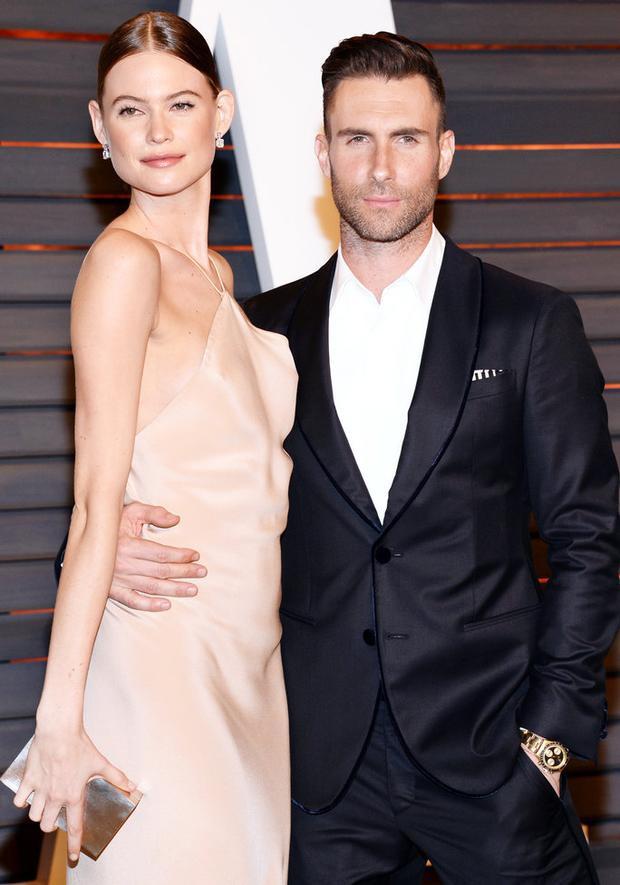Mang thai lần 2 với Adam Levine, Behati Prinsloo vẫn sải bước trên Victorias Secret