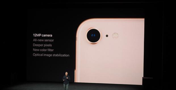 iPhone 8 chỉ sở hữu camera đơn thay vì camera kép như 2 'anh' của mình.