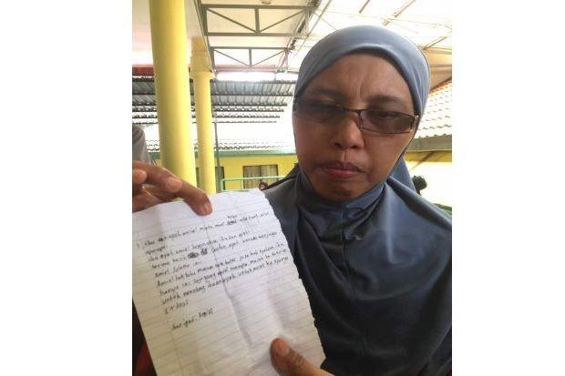 Lá thư do con trai bà Norhayati viết trước khi xảy ra hỏa hoạn. Cậuđã viết một lá thư cho cha mẹ của mình và nói với họ rằng cậu yêu họ như thế nào.