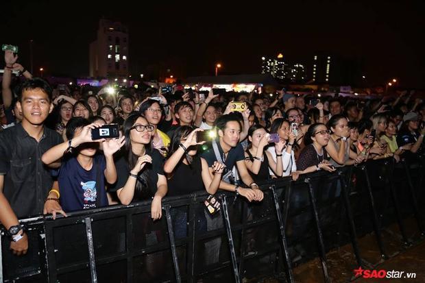 Không mưa gió, không huỷ show như Ariana: Đêm diễn của The Chainsmokers làm xiêu lòng fan Việt!