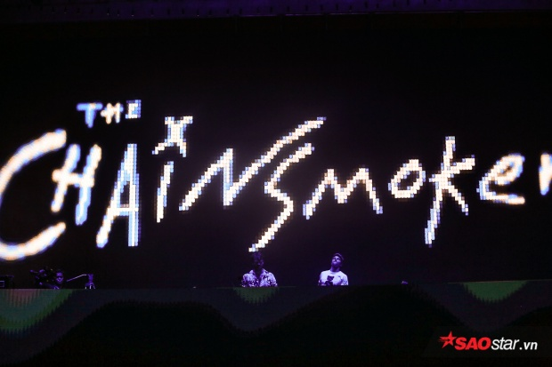 Theo tiết lộ từ BTC, The Chainsmokers diễn trong khoảng 75 - 90 phút. Tuy nhiên, vì sự cổ vũ nhiệt tình từ fan Việt, bộ đôi DJ đã chơi full set trong suốt 1 tiếng rưỡi đồng hồ.