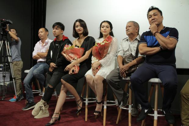 Ekip sản xuất chia sẻ về bộ phim.
