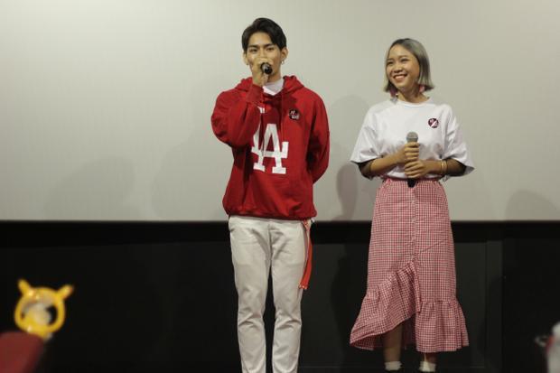 Hai giọng ca Bảo Uyên và Tino thể hiện nhạc phim tại buổi ra mắt.