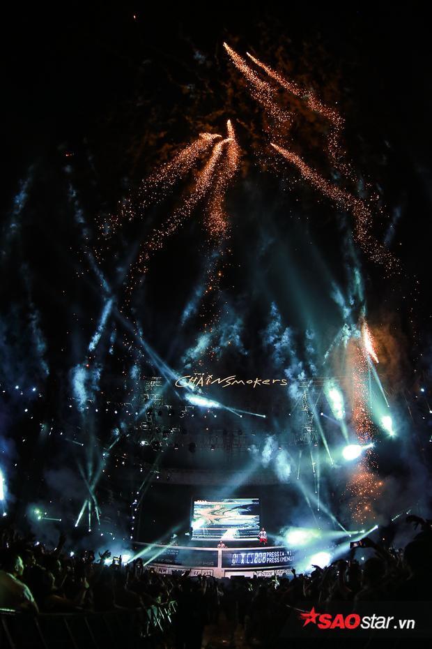 Màn trình diễn tuyệt vời của The Chainsmokers đã lại ấn tượng sâu đậm trong lòng fan Việt Nam.