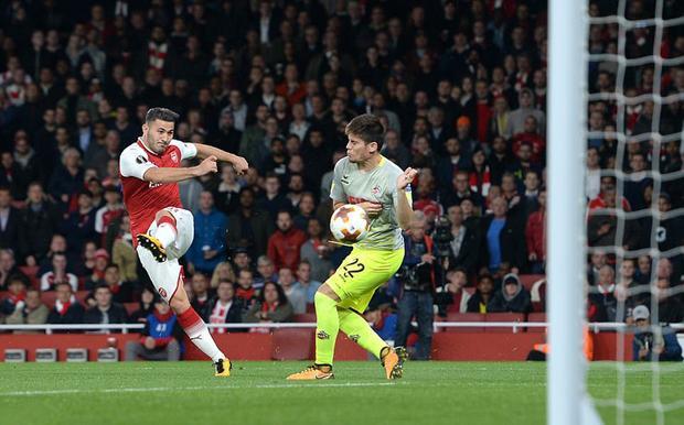 Sau bàn thua, đội chủ nhà dồn lên ép sân nhưng cũng phải sang tới hiệp 2, họ mới có cơ hội ăn mừng. Cầu thủ đem về niềm vui cho CĐV Arsenal là Sead Kolasinac với cú ra chân không thể cản phá.