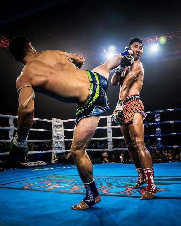 Trùm Muay Thái bị hạ knock-out bởi cú đá đẹp nhất năm