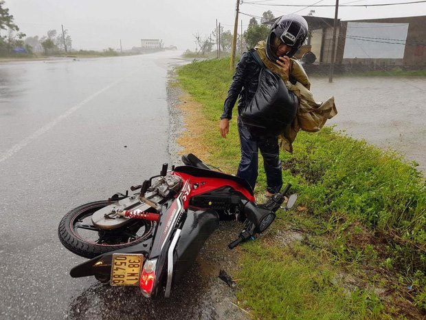 Chùm ảnh: Khung cảnh hoang tàn nơi cơn bão số 10 quét qua