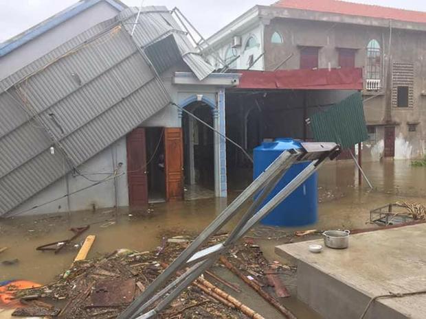 Ngôi nhà bị tốc mái ở Ba Đồn