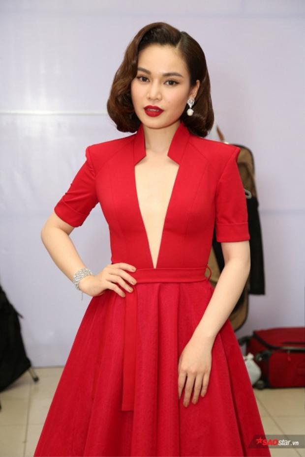 Giang Hồng Ngọc được cố vấn Ngọc Sơn đánh giá trội hơn trong 7 ca sĩ tham gia chương trình.
