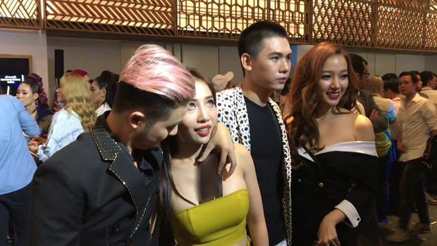 Thanh Duy nói gì về bức ảnh nhét điện thoại vào vòng một của Hằng BingBoong ở sự kiện?