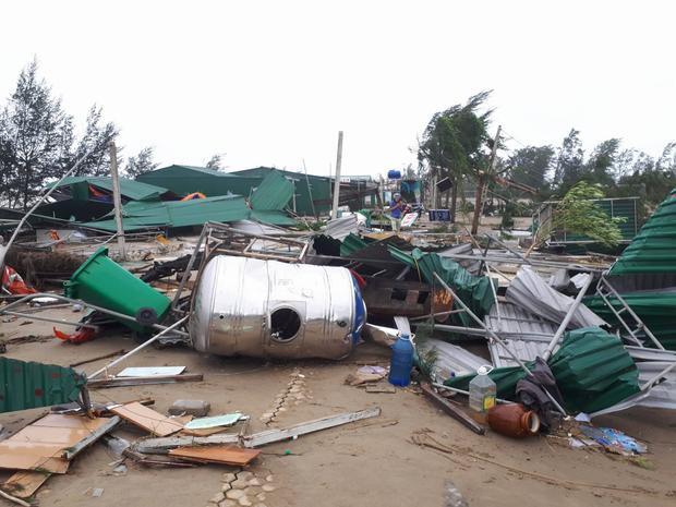 Nhiều nhà cửa, vật dụng tan hoang sau cơn bão số 10.