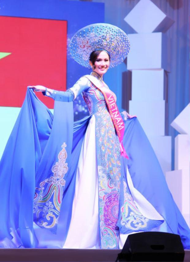 Bạn gái Paul tên là Nguyễn Diệu Linh, sinh năm 1988, tốt nghiệp Cao đẳng Du lịch Hải Phòng. Cô từng dự thi Hoa hậu Du lịch Quốc tế 2014 và đoạt danh hiệu Hoa hậu Đông Nam Á cùng giải Hoa hậu mặc trang phục dân tộc đẹp nhất.