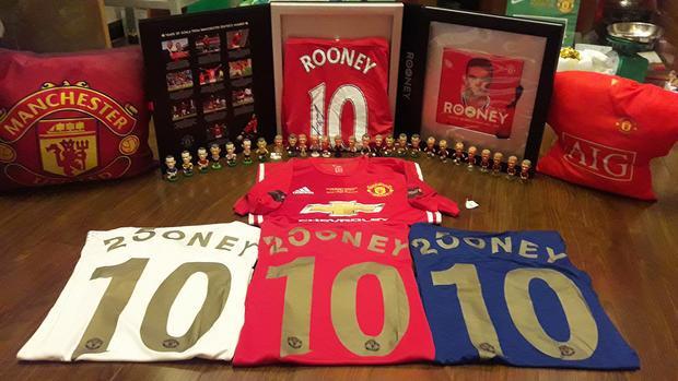 Bộ sưu tập áo, tượng và hộp áo Rooney.