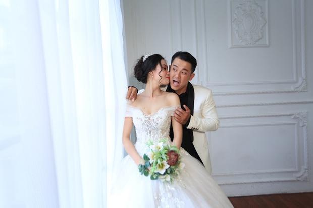 Tuy thời gian quen nhau không đủ dài nhưng vẫn khiến cả hai tìm thấy nhiều điểm chung. Hai vợ chồng cùng nhau đi du lịch Vũng tàu, Đà Lạt, Nha Trang để lưu lại kỷ niệm đáng nhớ.
