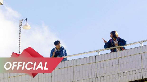 Chia sẻ về lần hợp tác này, Khánh bật mí Min là một cô gái rất đáng yêu và tốt bụng, chỉ có cái… ăn hơi nhiều, ăn mọi lúc mọi nơi và luôn than đói.