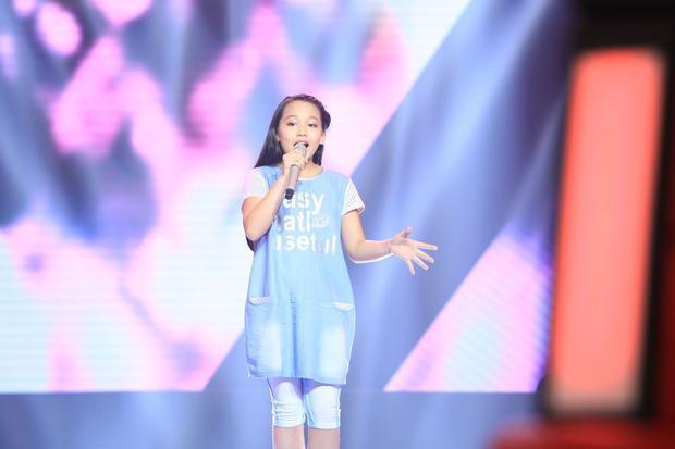 Hình ảnh cô bé Bùi Hà My trong cuộc thi Giọng hát Việt nhí 2015.