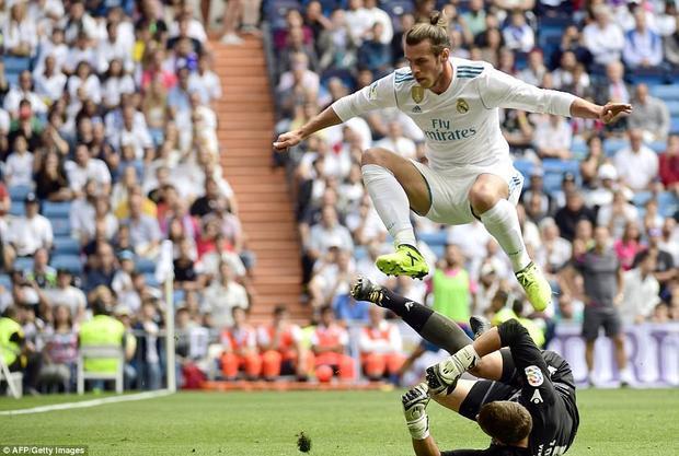 Vắng mặt Ronaldo, Real Madrid lập tức gặp trục trặc. Trong 3 trận đầu tiên ở La Liga, họ chỉ thắng 1 và đã 2 lần mất điểm. Hiện tại, kền kền trắng đang tạm đứng thứ 12 với chỉ 5 điểm sau 3 trận.