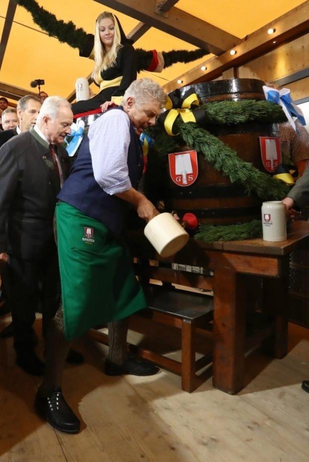 Thị trưởng thành phố Munich sẽ là người mở vại bia đầu tiên khai mạc lễ hội.