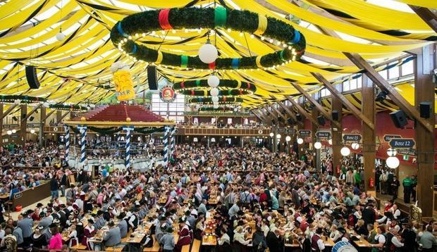 Siêu lều bia chứa 10.000 người.