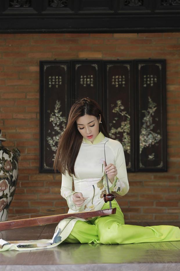 Kể từ khi đăng quang Hoa hậu Việt Nam 2016, Đỗ Mỹ Linh là hoa hậu được công chúng mến mộ với vẻ đẹp dịu dàng và nói không với scandal. Khi cuộc thi Hoa hậu Thế giới 2017 (Miss World) chính thức khởi động, Đỗ Mỹ Linh được lựa chọn để tham dự đấu trường nhan sắc lớn nhất thế giới, đồng thời đầy thử thách này.